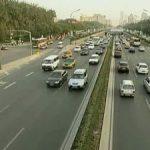 В Китае открыли движение транспорта по дну озера