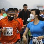 Марафон в респираторах в отравленном смогом Пекине