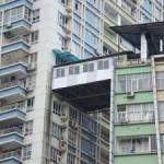 Китаец не дал жене спрыгнуть с крыши, держа ее за волосы