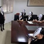 Для избавления от стресса в Китае провели день без лица