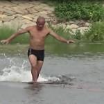 Шаолиньский монах пробежал по воде как по земле (видео)