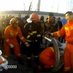 Как пьяного китайца извлекали из фонарного столба (видео)