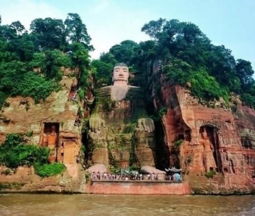 статуя Будды,скала,