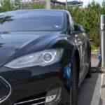 Возгорание электромобиля Тесла вызвало много вопросов (видео)