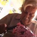 92-летняя китаянка материнской любовью поразила Китай (видео)