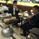 Китай. Открылся ресторан, где работают роботы