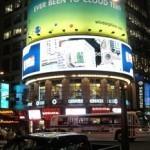 В центре Нью-Йорка зазывают прохожих посетить Китай