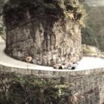 Сумасшедший дрифт на грани жизни в горах Китая (видео)