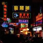 Смартфон завёл китаянку в фонтан (видео происшествия)