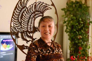 китайская художница, листья, Китай