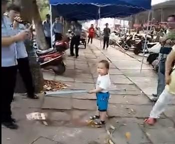 Мальчик, телохранитель, Китай, видео