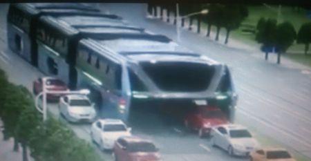 Китай. транспорт, портальный автобус