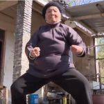 Китайская бабушка в 94 года мастерски владеет кунг-фу (видео)