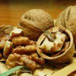 Мастер кунг-фу за минуту рукой расколол 302 грецких ореха
